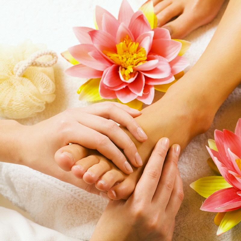 massaggio piedi pedicure alivio